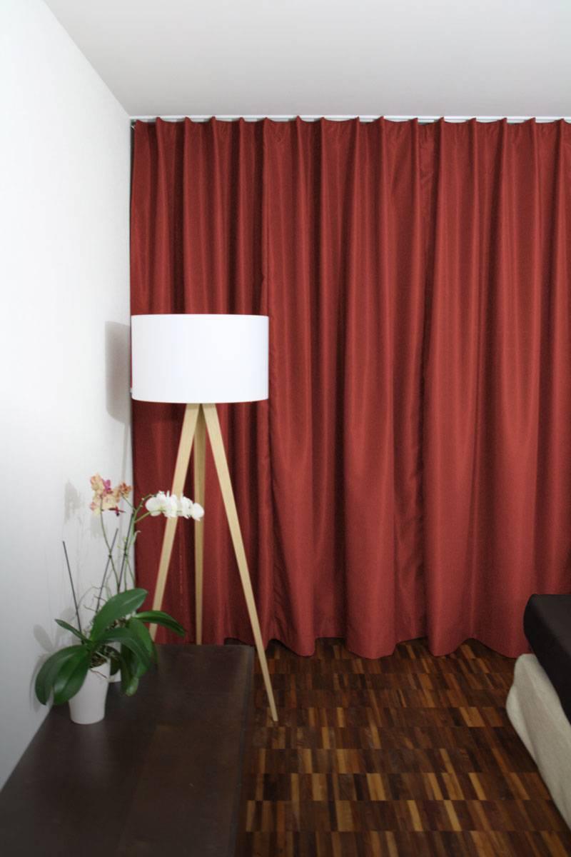 roter vorhang online preise gratis stoffmuster. Black Bedroom Furniture Sets. Home Design Ideas
