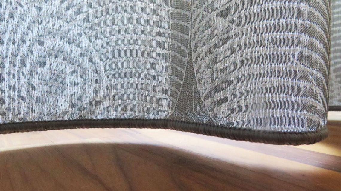 abschluss unten dekovorhang kiruna grau mit muster. Black Bedroom Furniture Sets. Home Design Ideas