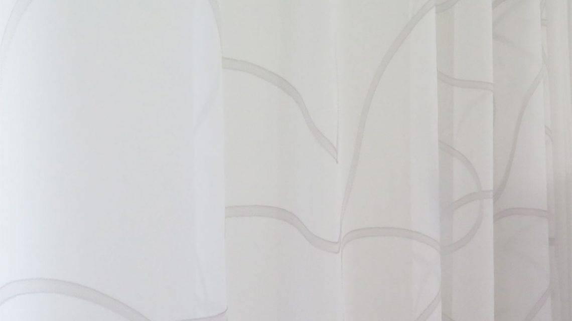 frisches design wei e gardine sidney mit wellenmuster kaufen. Black Bedroom Furniture Sets. Home Design Ideas