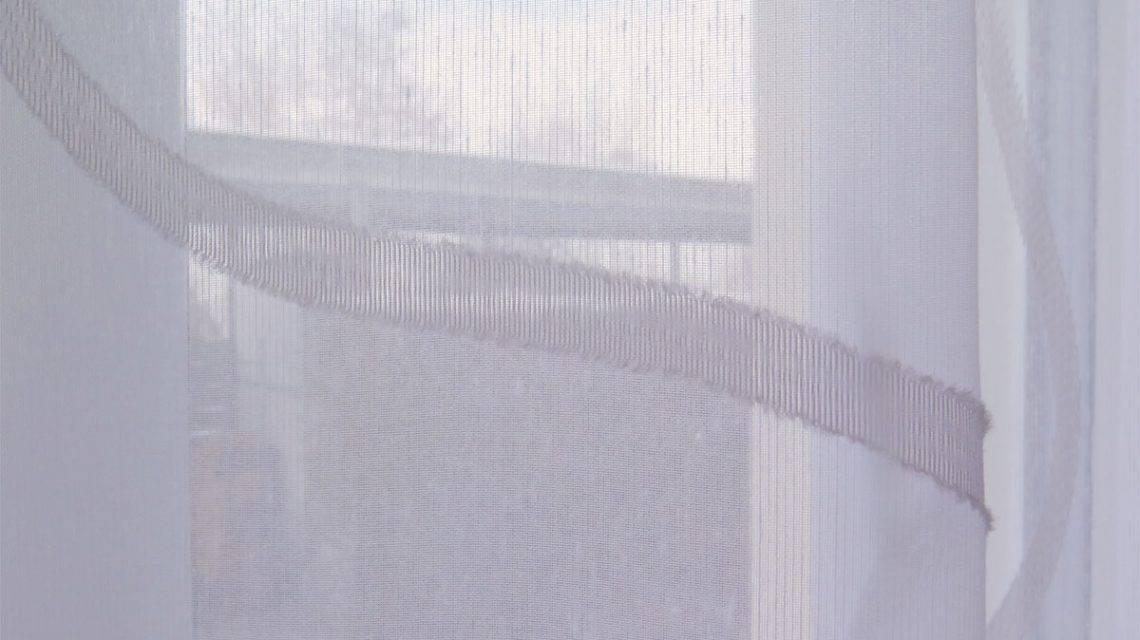 innendekorateur salzburg wei e gardine sidney mit wellenmuster. Black Bedroom Furniture Sets. Home Design Ideas
