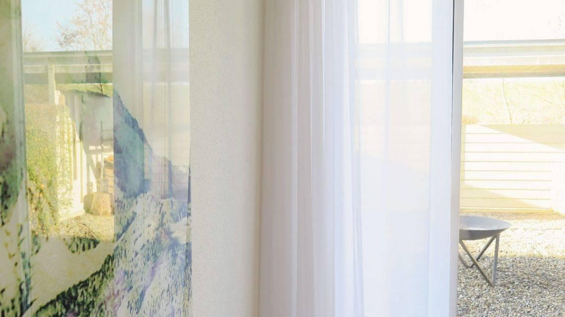 raumfoto weisse gardinen cannes knitterunempfindlich. Black Bedroom Furniture Sets. Home Design Ideas